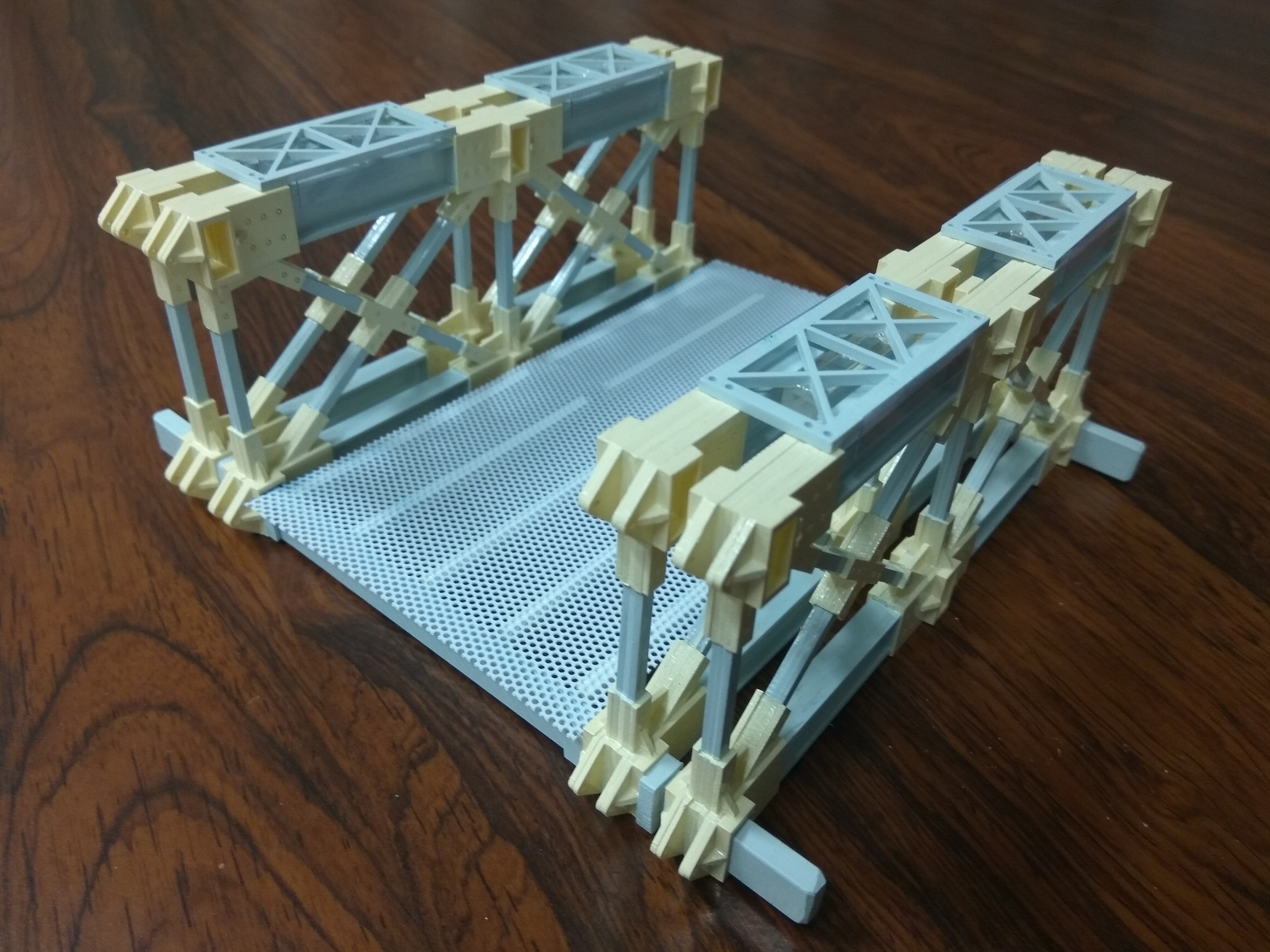 Modular lightweight composite truss-type transportable bridge for disaster relief